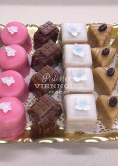 Gateaux + Desserts: Image 5 (Fondant Dips)